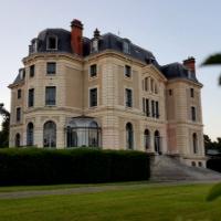 Vous recherchez un lieu exceptionnel pour votre mariage en Auvergne ? Choisissez le Château de La Canière, à Thuret, proche de Clermont-Ferrand !